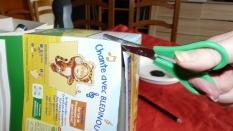 On prend la boite en carton des blédiscuit